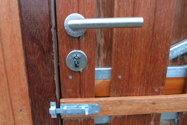 Cillinderslot hardhouten poortdeur