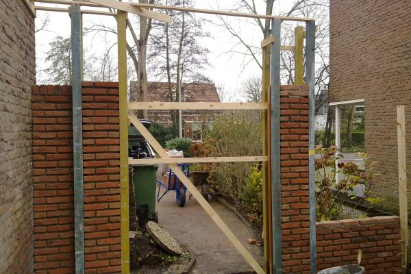 gemetselde-tuin-muur-plaatsen