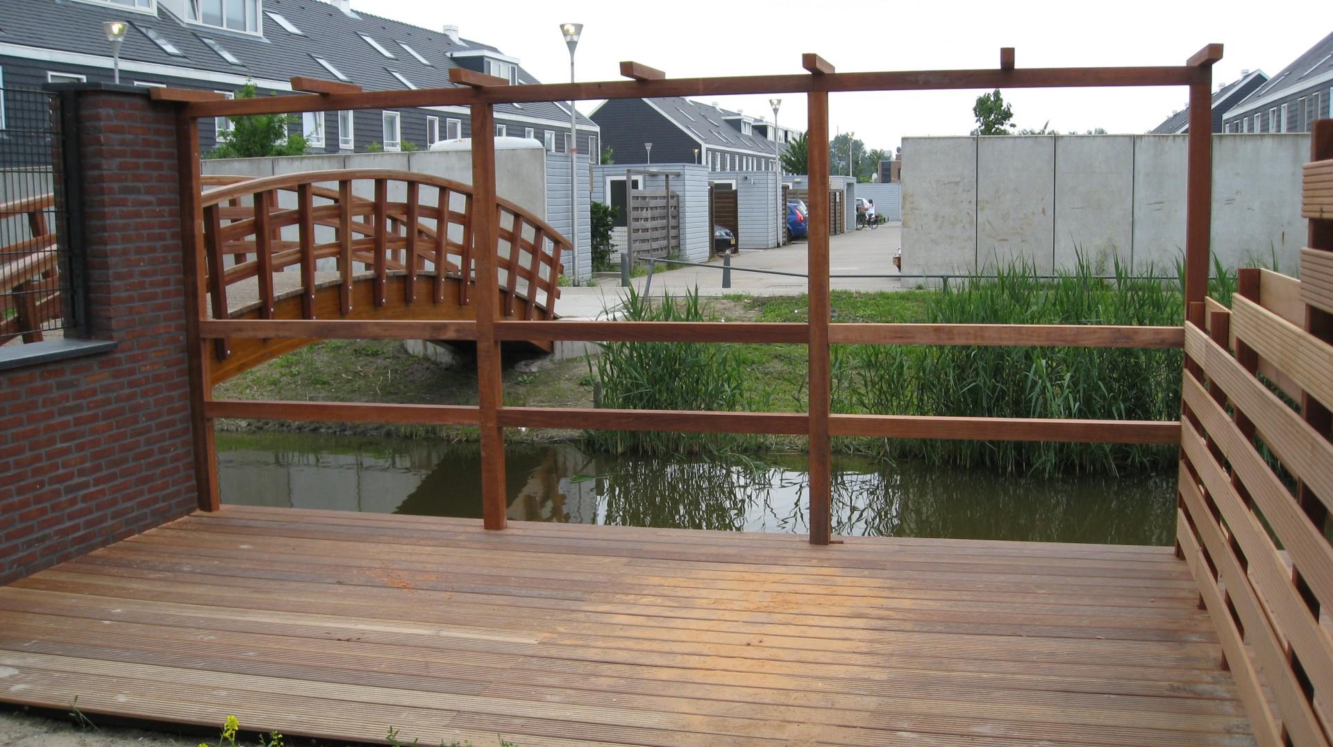 Vlonder laten plaatsen timmerman en klusbedrijf mp timmerwerken - Terras met houten pergolas ...