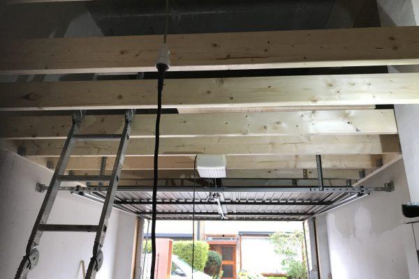 Plaatsen van vliering in garage (2)