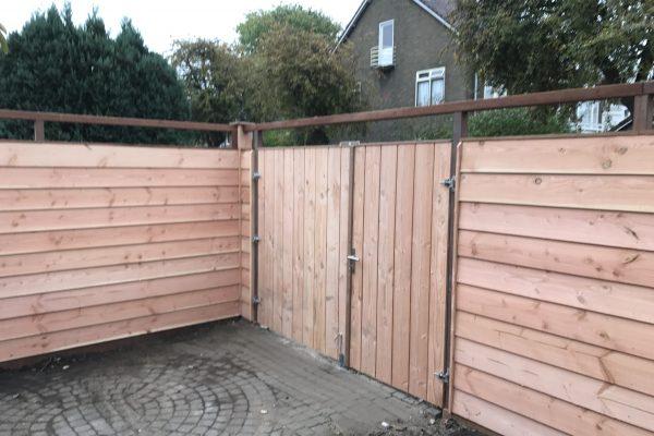 plaatsen douglash houten schutting met dubbelen poortdeur utrecht (7)