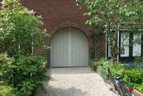 afhangen en sluitbaar maken van dubbelen deuren