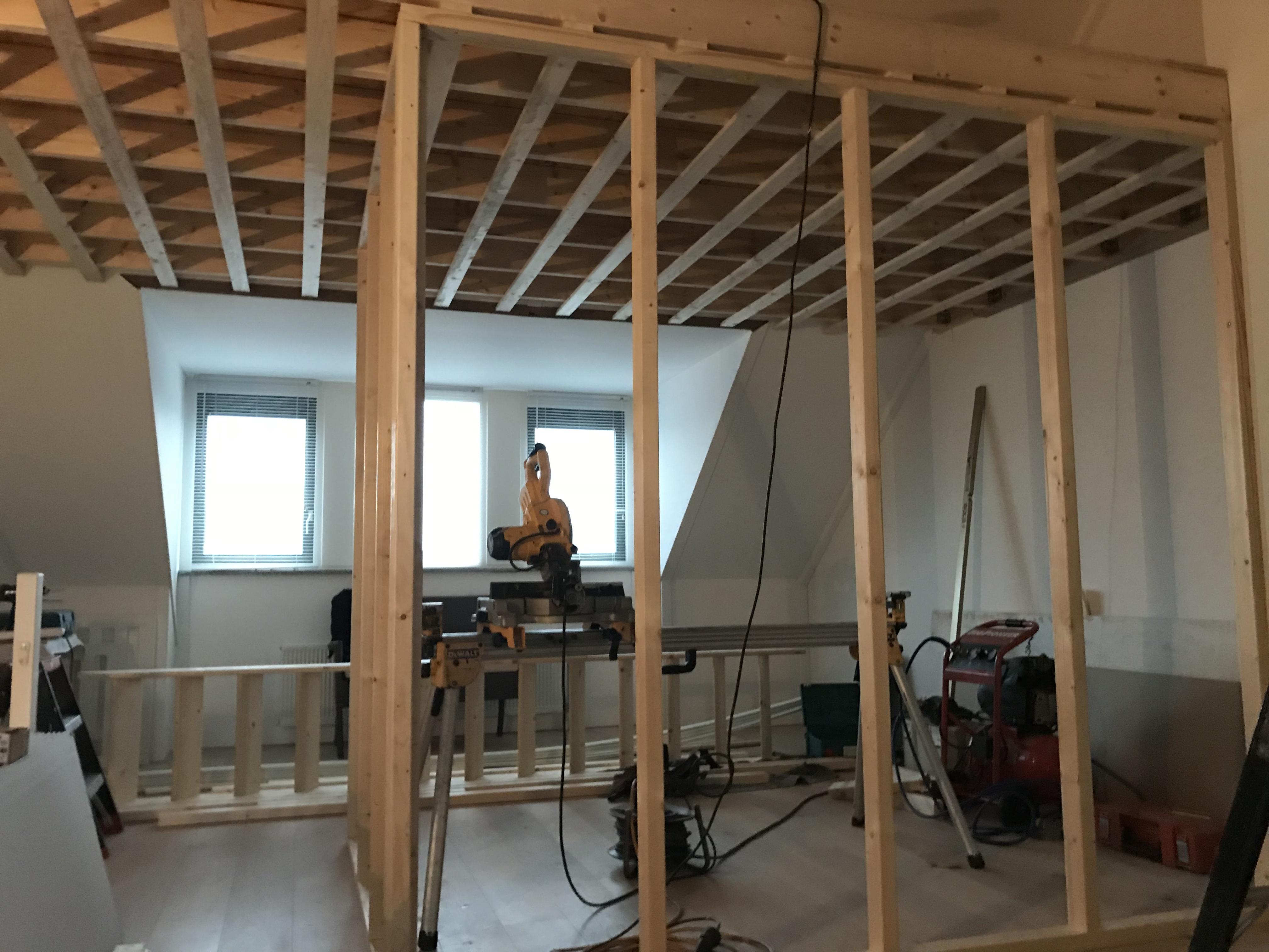 Plaatsen van een vliering op zolder in vlaardingen for Vlizotrap plaatsen
