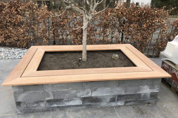 plaatsen van bankiray planken op planten bak (5)