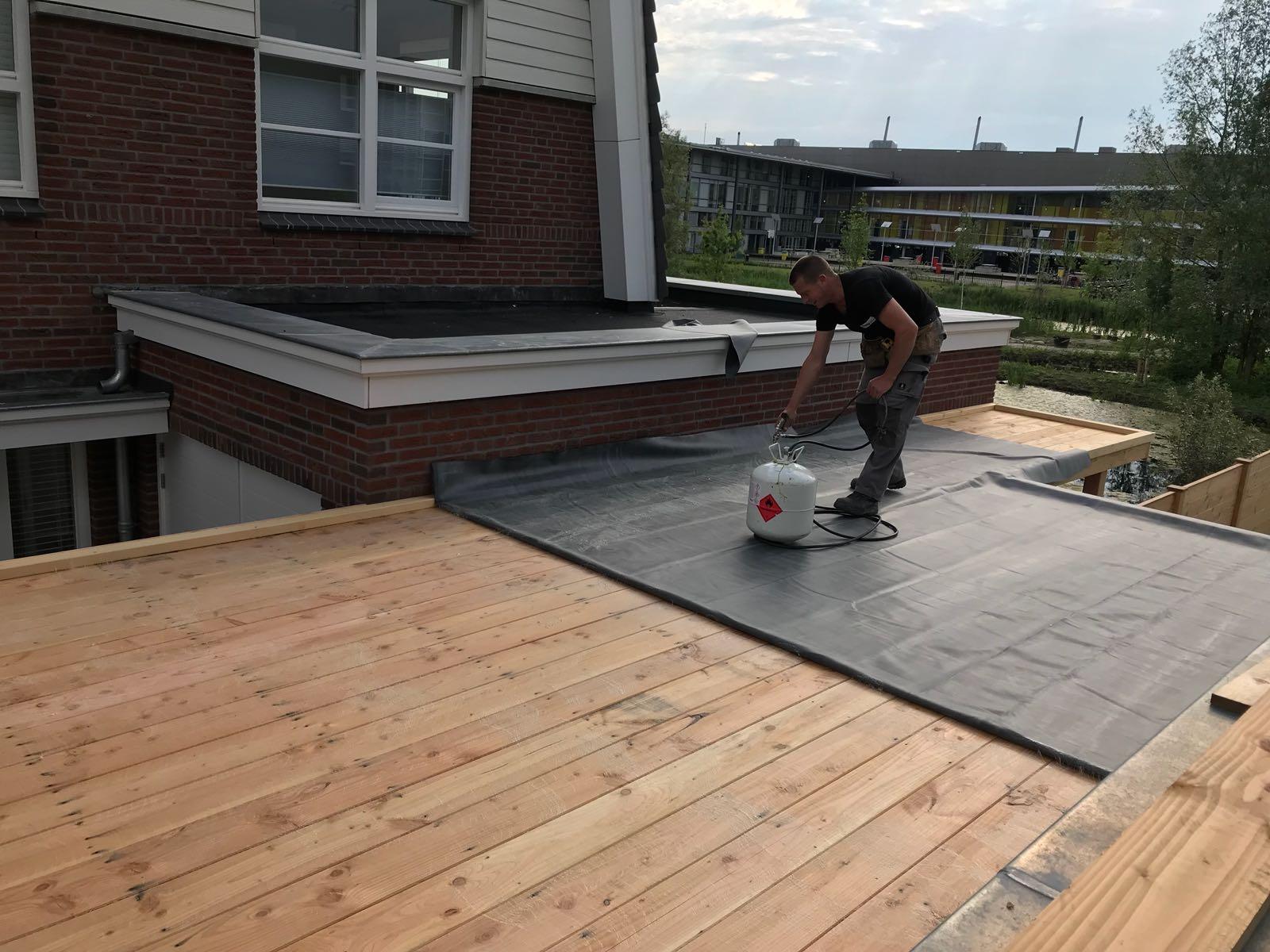 beplakken van dak met epdm