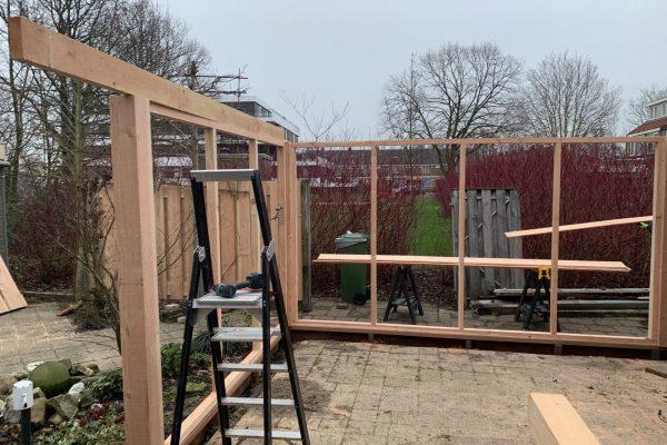 overkapping geplaatst aan bestaande schuur in Bodegraven