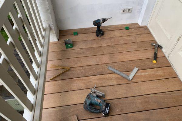 houten vlonder op balkon geplaatst Amsterdam (1)