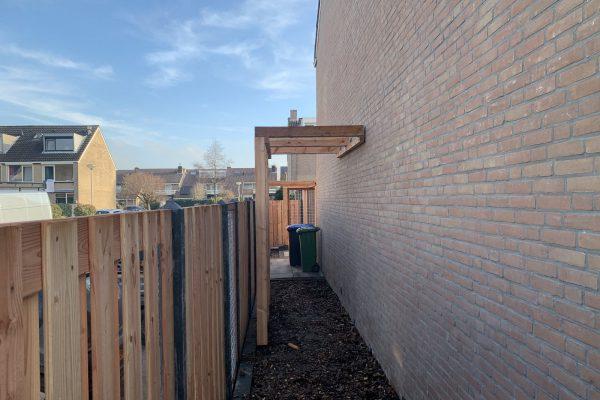 plaatsen schutting met betonnen palen (2)