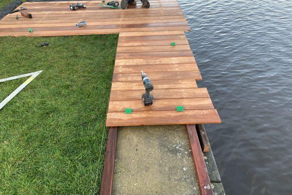 vlonder geplaatst van cumaru hout Alphen aan de Rijn