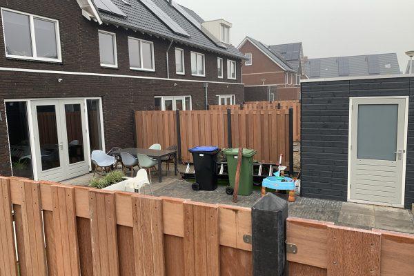 Schuttingen met betonnen palen en hardhouten schermen Bodegraven (3)