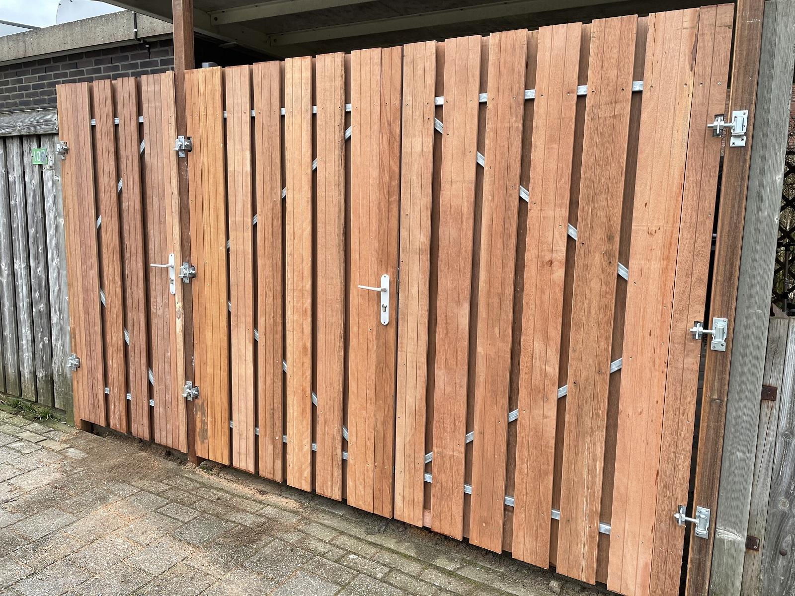 Hardhouten carport deuren